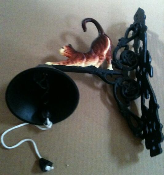 cd-1238 Cast iron cat bell wall hanger w.bekk