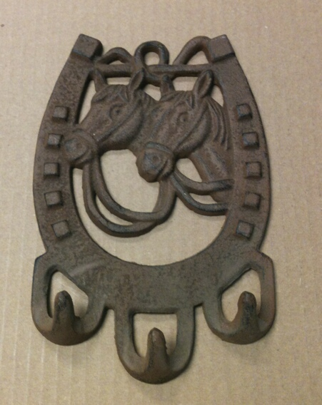 chibp-2974-09 Cast iron 2 horse faces 3 hook wall hanger