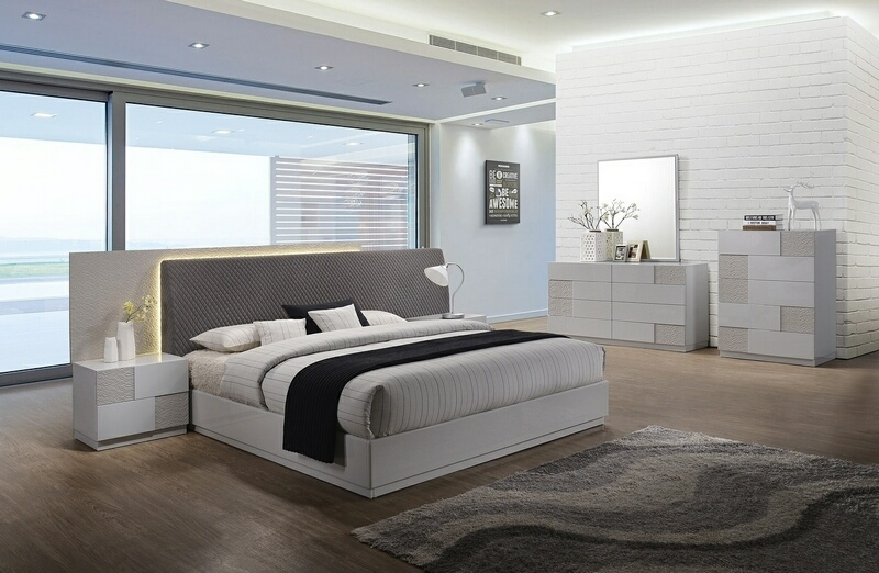 Best Master Naple 4 pc Naple latitude run lyset silver line lacquer finish wood modern style queen bed set