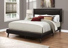 BED - QUEEN SIZE / BROWN LEATHER-LOOK WITH WOOD LEGS